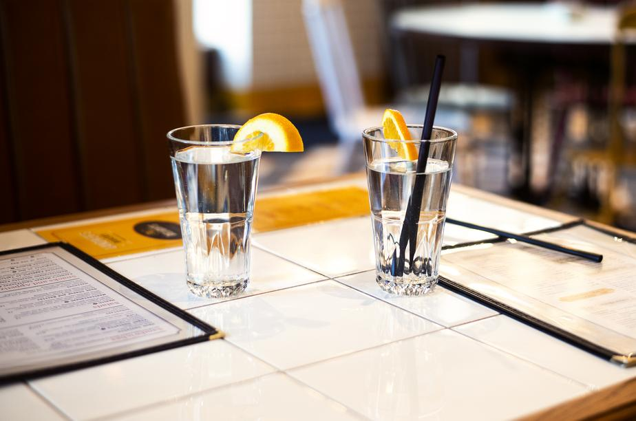 fresh-water-on-restaurant-table